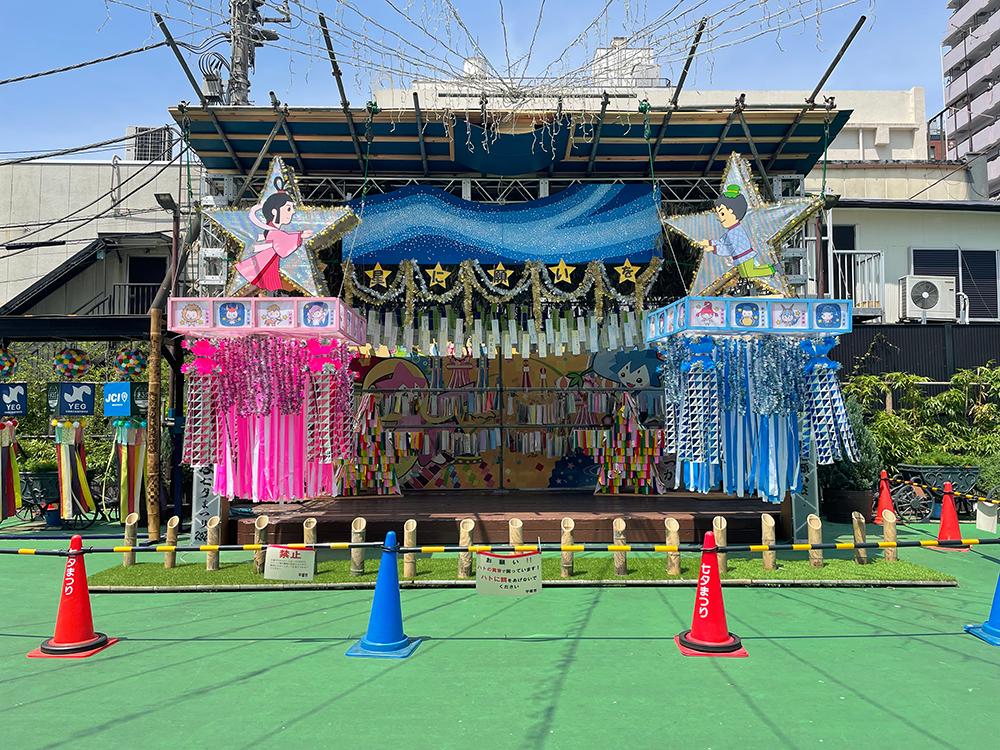 紅谷町まちかど広場の七夕装飾